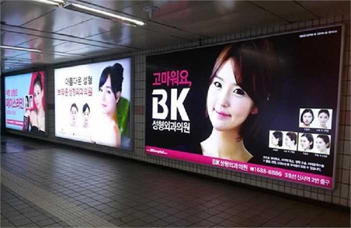 Một quan chức thành phố tiết lộ với AFP rằng, họ đã nhận được ngày càng nhiều phàn nàn từ người dân về việc các quảng cáo phẫu thuật thẩm mỹ trông rất khó coi và khiến nhiều người bị ám ảnh bởi vẻ ngoài.