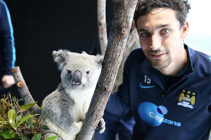 Trong khi đó, Man City đang vui vẻ với chuyến tập huấn dài ngày ở Úc
