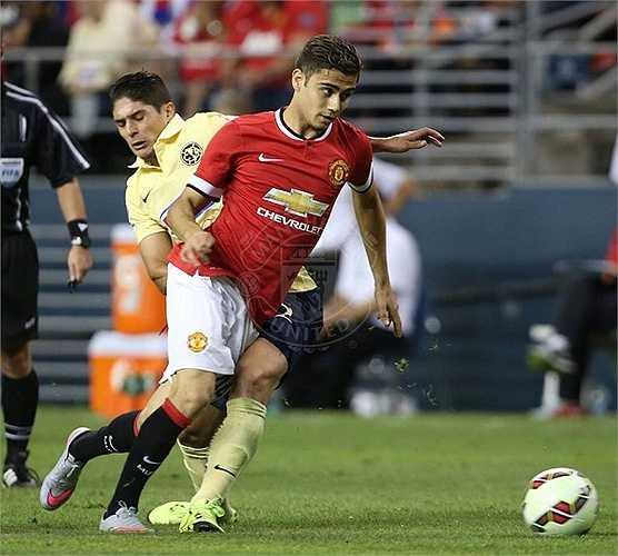 Ngoài ra, đây là trận đấu mà Van Gaal đưa ra sân nhiều cầu thủ trẻ ở cả 3 tuyến
