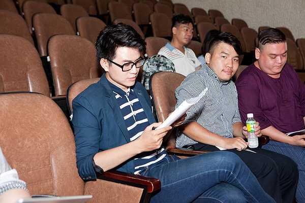 Nghệ sĩ hài Minh  béo đã mời MC Vũ Mạnh Cường tham gia sân khấu kịch Sao Minh Béo của anh với vai nam chính trong vở 'Showbiz'.
