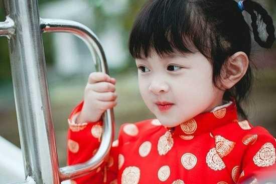 Được biết bé Tít là cô nàng khá điệu đà, thích màu hồng và mèo kitty.