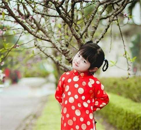 Tuy còn nhỏ nhưng cô bé rất mạnh bạo và lém lĩnh.
