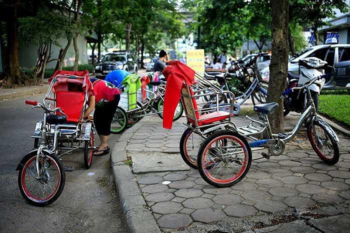 Một gia đình cho thuê xích lô mini trong khu đô thị Bắc Linh Đàm – Hà Nội