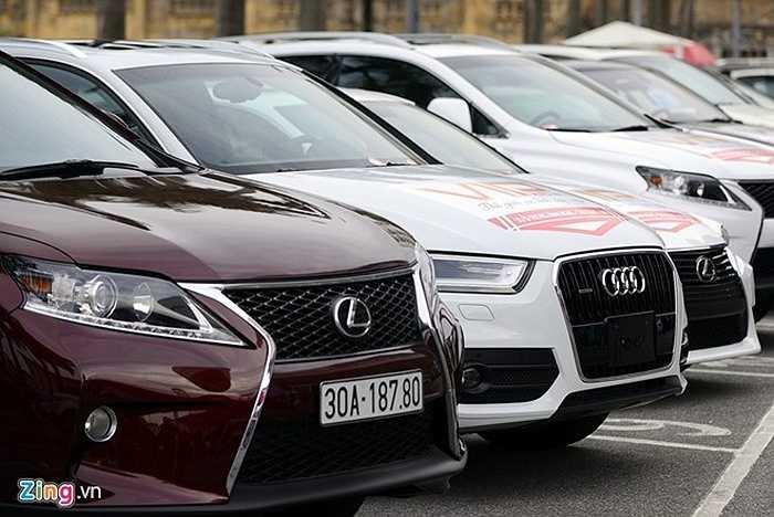 Số lượng đăng ký bán gần 600 chiếc. Các dòng xế hộp được bày bán ở đây ngoài các hãng đang bán chạy tại Việt Nam là Kia, Hyundai của Hàn Quốc đa phần là xe thuộc phân khúc hạng sang hoặc thương hiệu lớn như Land Rover, Lexus, Audi, Mercedes - Benz. Ngoài ra còn có dòng siêu sang như: Jaguar, Bentley, Hummer...