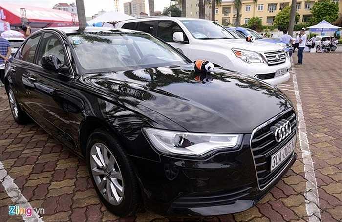 Xe sang Audi sản xuất 2013 được rao bán tại chợ với giá 1,95 tỷ đồng.