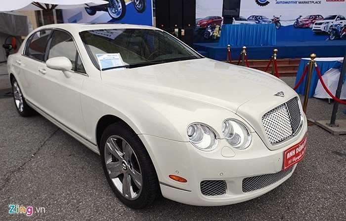 Xe Bentley Continental flying sản xuất năm 2009, động cơ W12, mức tiêu hao nhiên liệu 14 lít/100 km. Giá 250.000 USD.