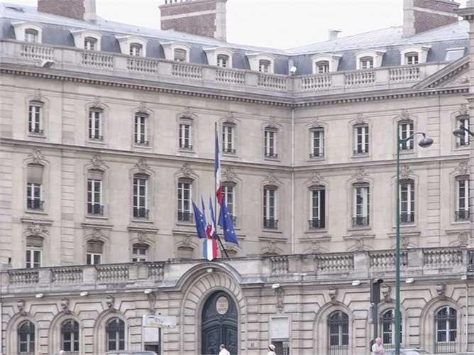 8. Ngân hàng Caisse des kho et Consignations  Quốc gia: Pháp  Tài sản: 197.337.000 USD  Điểm tín nhiệm Fitch: AA + / Moody: Aa1 / S & P: AA