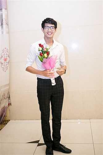 Tối 18/7, Quang Đăng tham gia đêm nhạc gây quỹ 'Mùa nắng vươn' nằm trong chuỗi hoạt động của chiến dịch Mùa Hè Xanh do trường Đại học Ngoại thương tổ chức. Đây là lần đâu tiên Quang Đăng đảm nhận vai trò Đại sứ của chiến dịch.