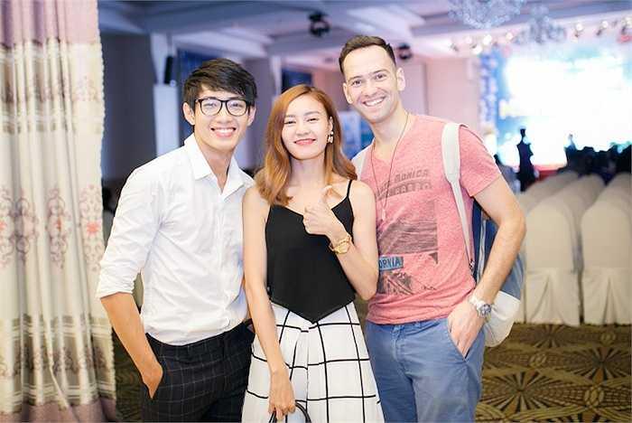 Diễn viên Lan Ngọc và bạn nhảy cũng đến tham dự chương trình.