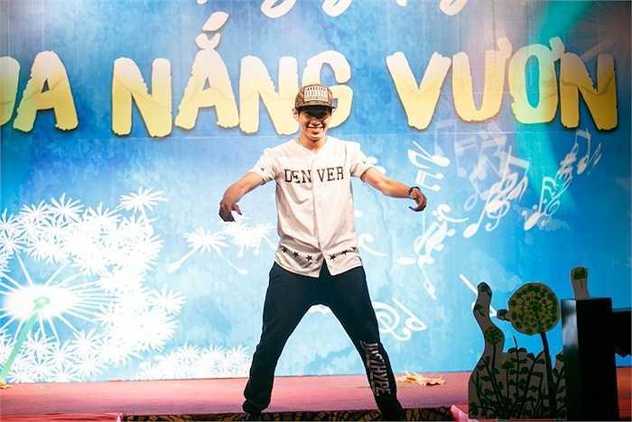 Top 3 'Thử thách cùng bước nhảy 2012' tự tin khoe những động tác điêu luyện, khuấy động không khí chương trình.