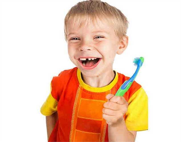 Nếu một người nào đó trong gia đình bị bệnh, hãy để bàn chải tách riêng ra. Người ta cũng khuyên là nên sử dụng kem đánh răng khác để ngăn ngừa vi trùng lây lan đến bàn chải đánh răng.