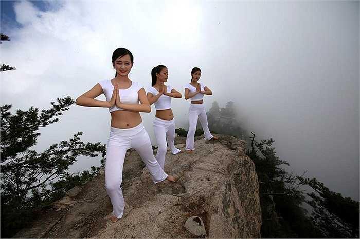 Tập yoga ở những khu vực nhiều gió như thế này cũng là điều cực kỳ khó bởi yoga đòi hỏi môi trường ổn định về không khí