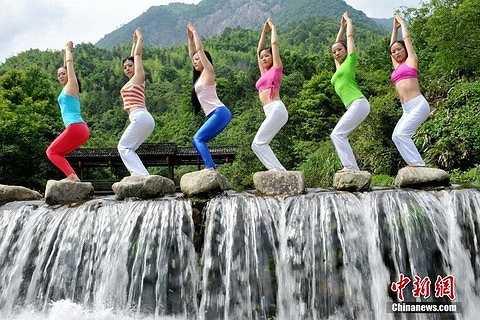 Wolong thu hút rất đông người tập Yoga nhờ khí hậu tuyệt vời, rất tốt để rèn luyện sức khỏe