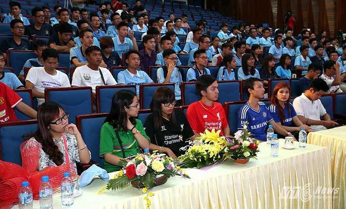 Rất đông các thành viên trong Hội đã tới dự sự kiện đặc biệt quan trọng của những người có chung niềm yên mến đội bóng 'Nửa xanh thành Manchester'. (Ảnh: Quang Minh)