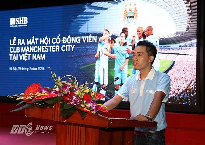 Thành viên BCH lâm thời Hội CĐV Man City phát biểu tại buổi lễ. (Ảnh: Quang Minh)