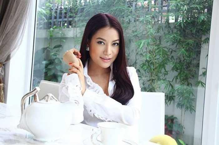 Ngoài ra, Ngọc Ánh còn được cho là đồng sở hữu nhà hàng đồ ăn Ý mang tên Java và công ty nhập khẩu bột mì.