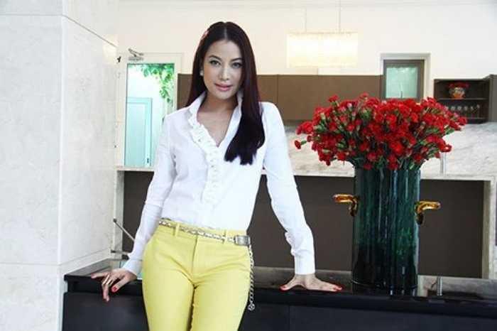 Từng có thời gian giữ chức Giám đốc công ty in ấn và quảng cáo Ánh Việt, song Ngọc Ánh đã chuyển công ty cho người khác. Cô giữ lại cổ phần trong hãng phim Thần Đồng và lấn sân sang kinh doanh bất động sản ở công ty Đất Rồng.