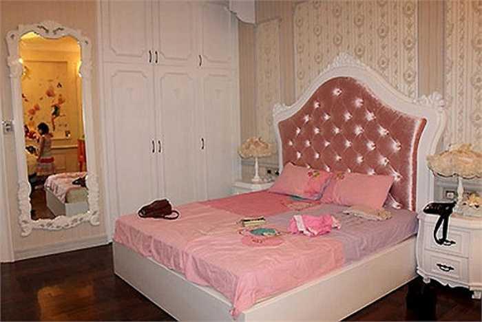 Phòng của bé Bảo Tiên, con gái vợ chồng Ngọc Ánh rất rộng và được với tông màu hồng nhẹ nhàng.