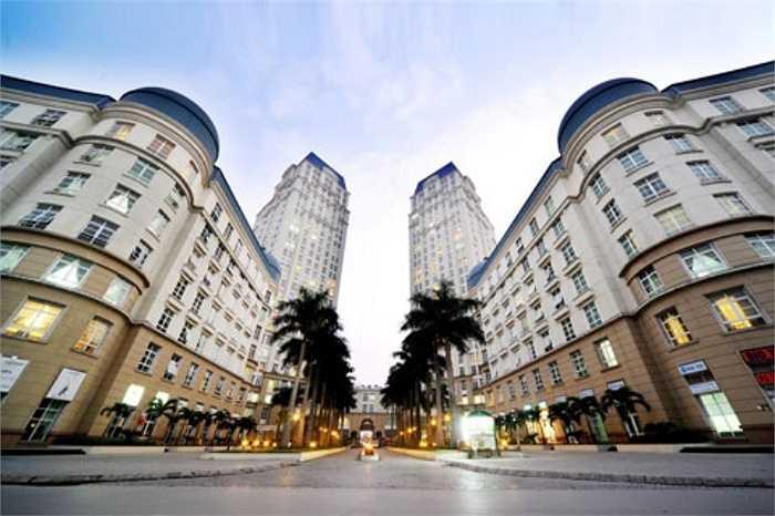 Nhiều thông tin cũng khẳng định, trước khi tậu căn biệt thự rộng 500m2, gia đình Trương Ngọc Ánh từng sống trong căn penhouse rộng 240 m2 tại khu đô thị siêu sang The Manor. Căn penhouse ước tính có giá hơn 1 triệu USD ở thời điểm năm 2011