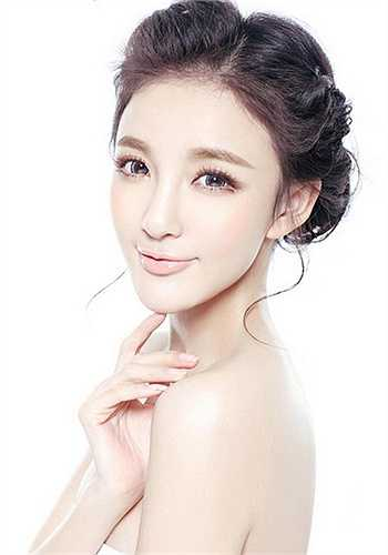 Nhờ phẫu thuật thẩm mỹ, Lưu Vũ Hân có được gương mặt Vline hoàn hảo.