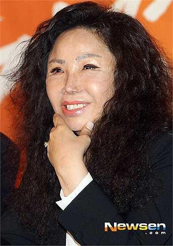 Diva xứ Hàn Kim Choo Ja cũng chịu chung số phận như bao mỹ nhân khác khi lạm dụng phẫu thuật.