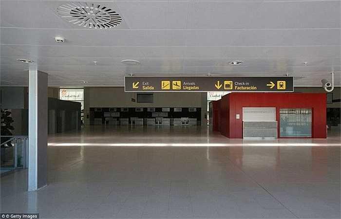 Mức giá của thương vụ này khá rẻ chỉ 10.850 USD. Ban đầu sân bay được xây dựng mục đích vận chuyển hàng hóa nông sản của Tây Ban Nha đi nhiều nước khác