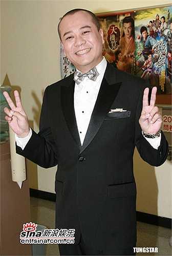 Không đẹp trai ngời ngời như Lâm Phong, không nam tính như Trương Gia Huy song Âu Dương Chấn Hoa vẫn là cái tên nổi đình nổi đám của màn ảnh với series Bằng chứng thép, Nhân chứng, Lực lượng phản ứng…