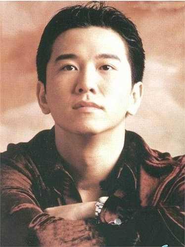 Ôn Triệu Luân là gương mặt quen thuộc với nhiều vai phản diện trên màn ảnh nhỏ. Gần đây, anh quay lại đóng phim song không gặt hái được nhiều thành công như thời kỳ đỉnh cao trước đây.