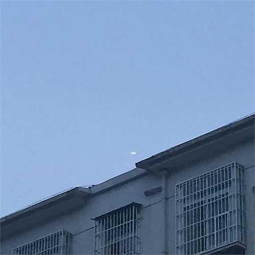 Ông Vương nhanh chóng lấy điện thoại chụp lại hình ảnh của hiện tượng kéo dài hơn 10 phút này. (Nguồn: Chinadaily)