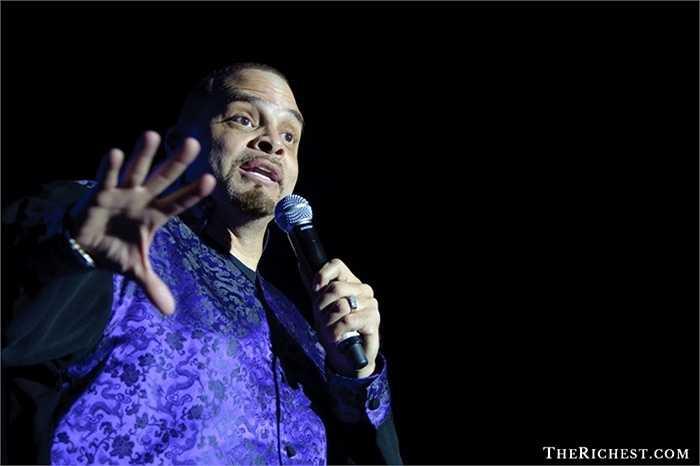 David Adkins – hay còn gọi là Sinbad – một nghệ sĩ hài nổi tiếng và thường tổ chức những show diễn ở rất nhiều quốc gia trên thế giới. Mặc dù kiếm được rất nhiều tiền nhưng anh lại để những khoản nợ thuế của mình 'phát triển' đến mức không thể kiểm soát được và lâm vào cảnh 'khuynh gia bại sản' vào năm 2009
