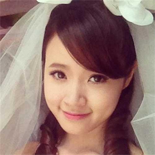 Midu xinh đẹp trong một bức hình mặc đầm cưới.