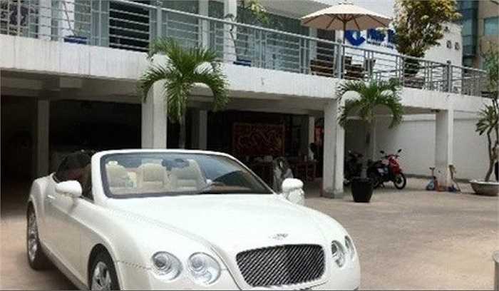 heo ước tính, tổng giá trị bộ sưu tập xe của gia đình anh lên tới hơn 60 tỷ đồng và khối tài sản Phan Thành sở hữu phải lên đến hàng trăm tỷ đồng.