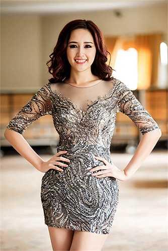 Các thiết kế làm tôn lên đường cong của Hoa hậu Việt Nam 2006.