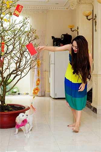 Chỉ trong dịp Tết 2014, Minh Hằng mới khoe ảnh cô tran hoàng nhà cửa đón năm mới.