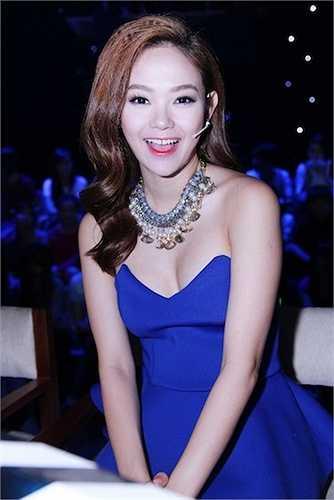 Trên ghế giám khảo 'Tôi là diễn viên', Minh Hằng khiến nhiều khán giả 'bỏng mát' vì vẻ sexy.