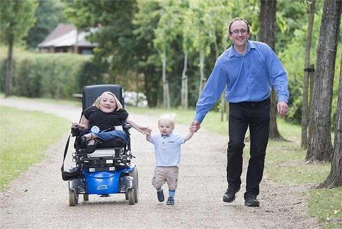 Gia đình nhỏ có nhiều giây phút hạnh phúc bên nhau.