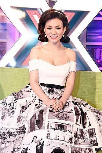 Thu Thủy: Đảm nhận vai trò MC hậu trường của X Factor, Thu Thủy luôn nổi bật với ngoại hình từ trang phục đến cách make up, trang điểm. Tuy nhiên, trong phần giao lưu với thí sinh, nữ ca sĩ không tạo được thiện cảm tương tự.