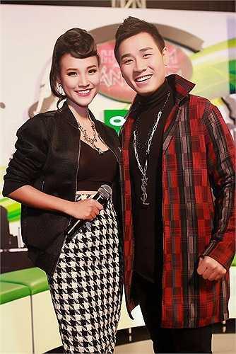 Hoàng Anh: Trở thành người dẫn game show thu hút sự chú ý của người hâm mộ - The Remix, á hậu Hoàng Oanh không tránh được những sai sót trên sân khấu trực tiếp. Bên cạnh sự kém nhanh nhạy trong xử lý các tình huống, giọng nói của người đẹp cũng khiến khán giả khó chịu.