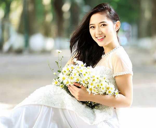 Trước khi yêu Ly Kute, Mạc Hồng Quân từng có một thời gian gắn bó với hotgirl Hà thành Trang Cherry.
