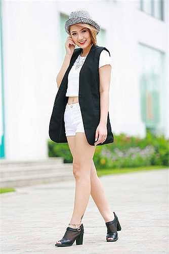 Hiện người đẹp đang tham gia bộ phim sitcom 5S online. Nguồn: Dân Việt