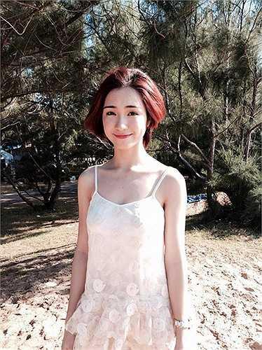 Hòa Minzy sở hữu vẻ đẹp mong manh, trẻ trung và cá tính.