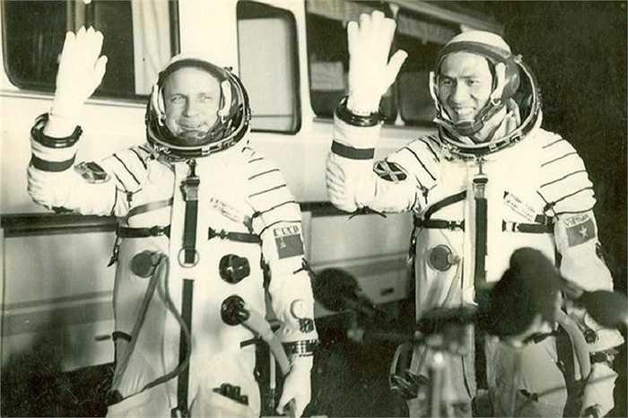 Sau chuyến bay thành công, Phạm Tuân trở thành người Việt Nam đầu tiên bay vào vũ trụ
