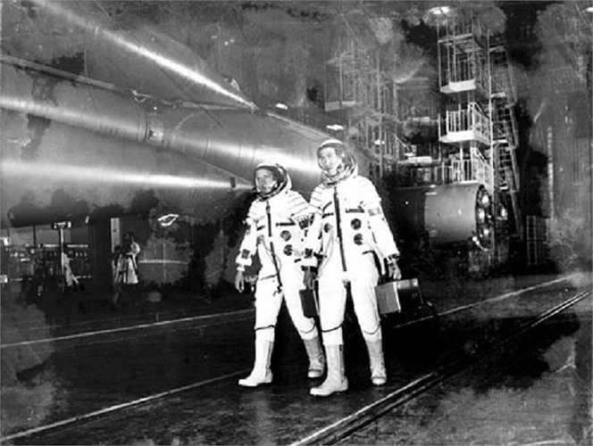Hai nhà du hành đã sát cánh cùng nhau trên con tàu vũ trụ hơn 1 tuần