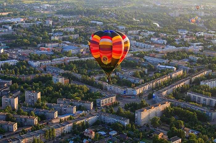 Thị trấn nhìn từ khinh khí cầu