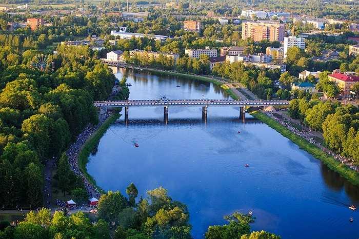Phong cảnh nước Nga trong lành nhìn từ các khinh khí cầu