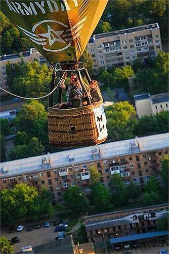 Hàng năm, có nhiều cuộc thi về khinh khí cầu được tổ chức ở nước Nga