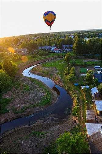 Khinh khí cầu bay trên những vùng đất xinh đẹp của nước Nga
