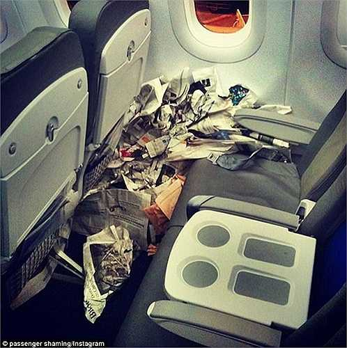 Bên cạnh những hành khách tuân thủ sự nghiêm túc khi đi máy bay cũng có hành khách đã khiến tiếp viên hàng không ngao ngán. Dưới đây là một số hình ảnh được ghi lại