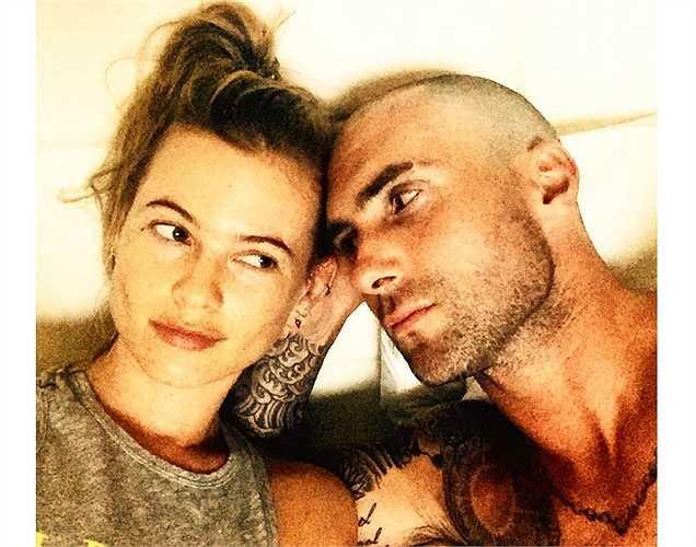 Adam Levine khoe hình xăm trên tay cùng hình ảnh trên trang cá nhân với lời tựa: 'Tôi nghĩ cô ấy nhìn thấu tôi'.