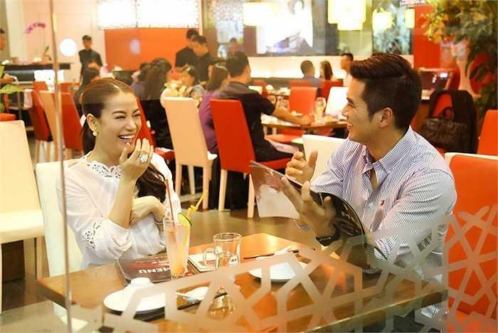 Nam diễn viên pha trò khiến Trương Ngọc Ánh cười không ngớt.